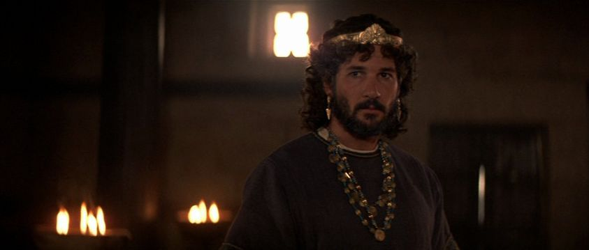 Gere, clothed, in KING DAVID
