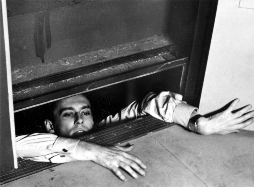 Marcel Ronet in ELEVATOR TO THE GALLOWS