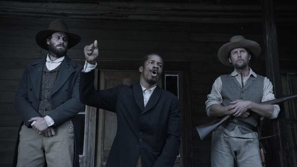 Nate Parker (center) in THE BIRTH OF A NATION